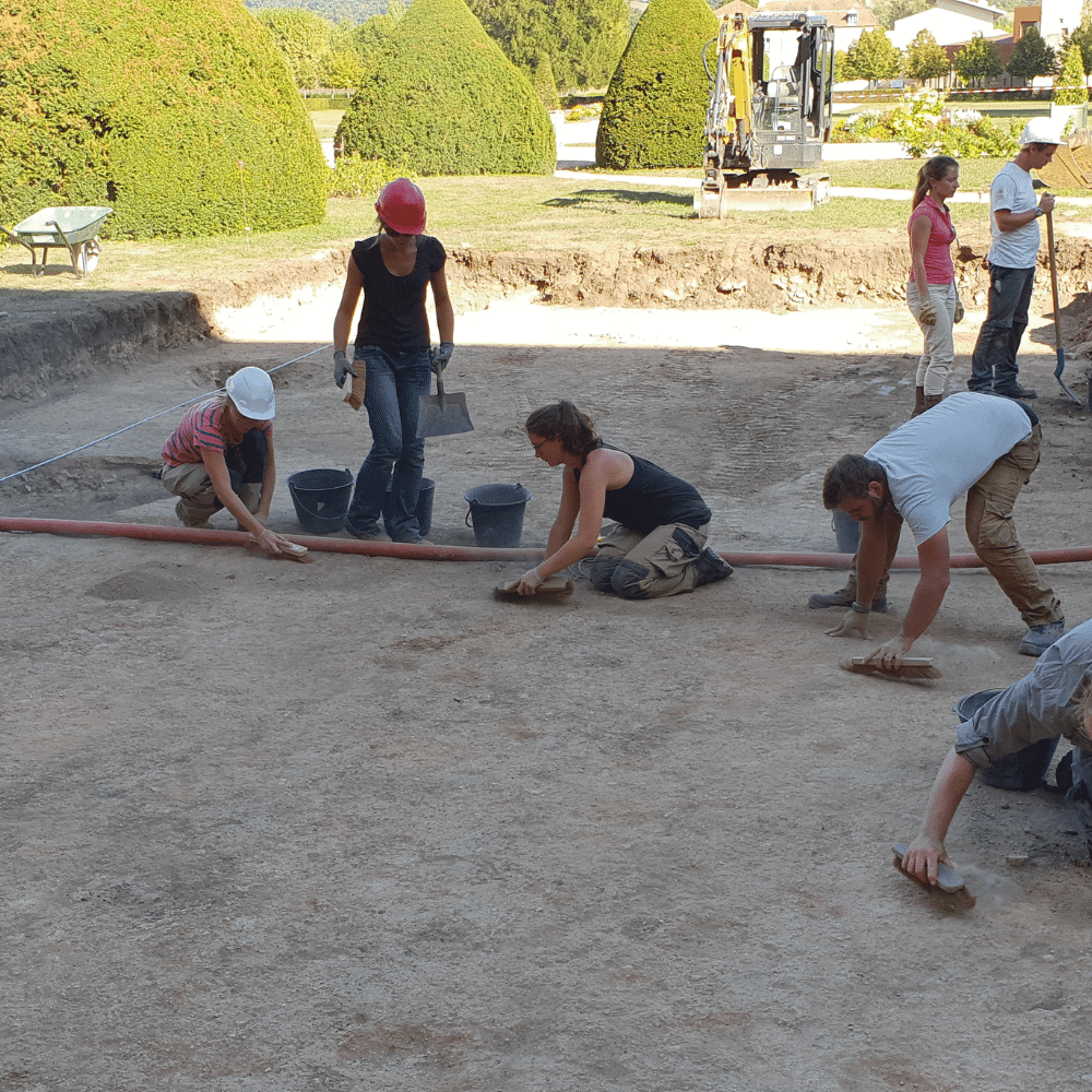 Travaux fouilles archeologiques cluny